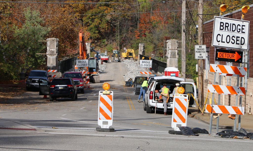 Greenfield Bridge dismantling, 2 Nov 2015 (photo by Pat Hassett)
