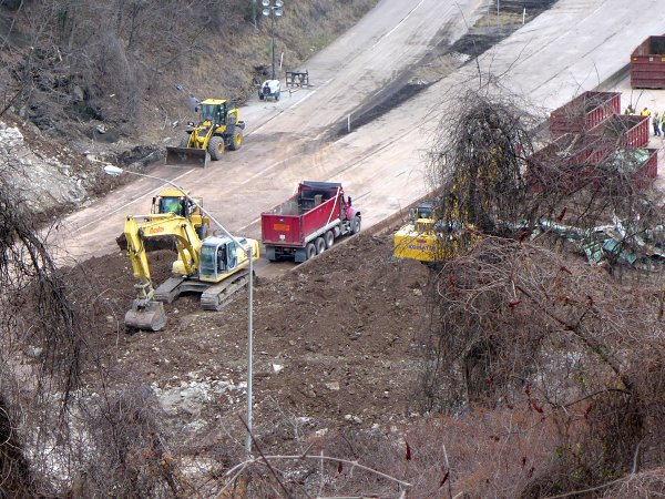 """Greenfield Bridge demolition: Removing the """"dirt cushion"""" from the inbound lanes and, Wed Dec 30, 2015 (photo by Kate St. John)"""