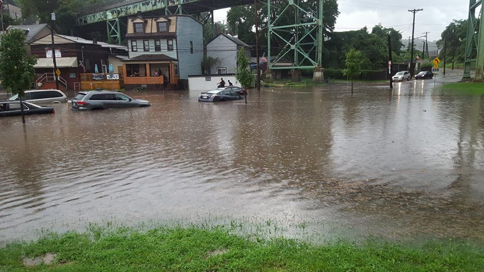Flash flood caused by sewer overflow in The Run, 28 Aug 2016 (photo by Justin Macey)