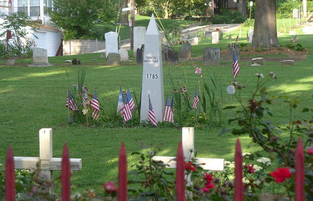 Historic Turner Cemetery, Beechwood Boulevard (photo by Kate St.John)