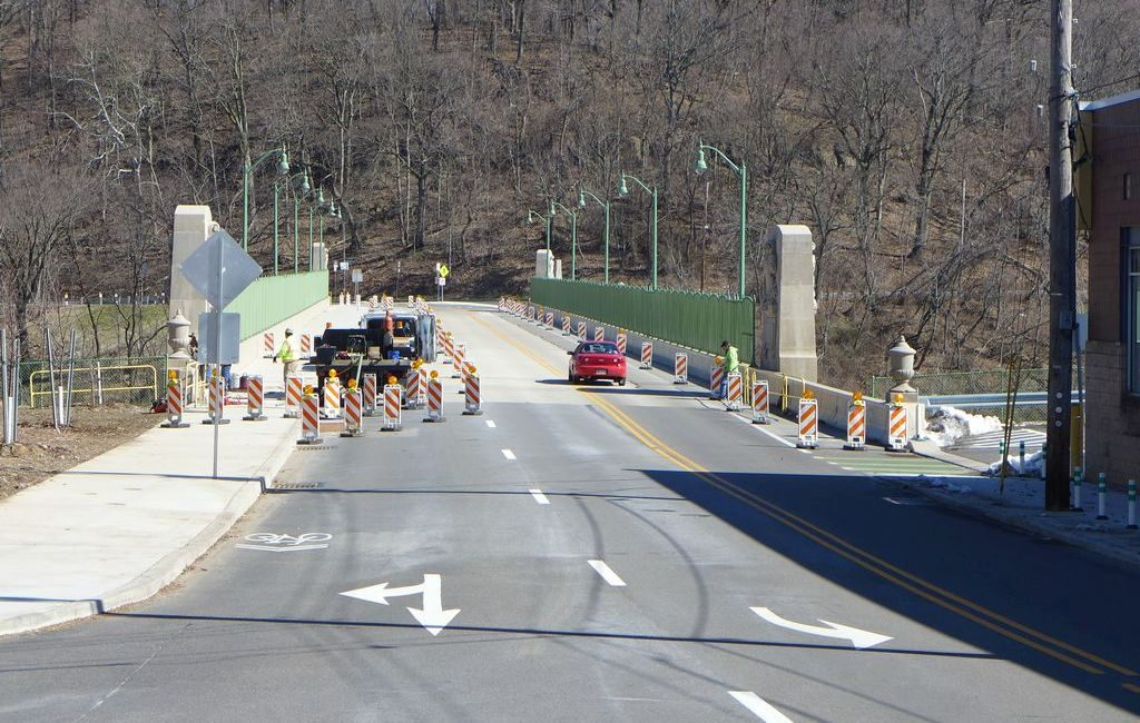 Greenfield Bridge lane restriction to install the pedestrian railings, late March 2018